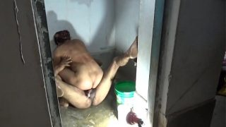 Bathroom me desi lady ki chut chudai