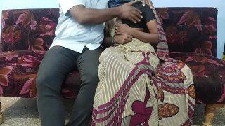 Boss ne saree wali bhabhi ko choda sofe par