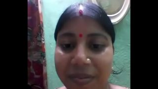 Desi village bhabhi ke boobs aur bur