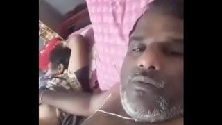 Uncle ne aunty ki nangi chuchi dikhai