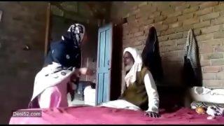 Pakistani bhabhi ko mama sasur ne choda
