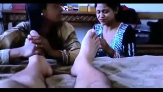 Desi randi foot aur penis sucking threesome