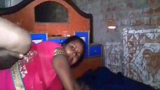 Aunty ne chudwaya ghaghra utha ke