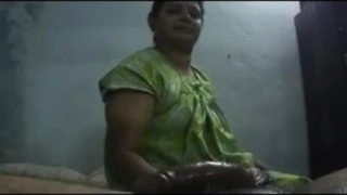 South aunty ka hot desi handjob