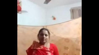 Punjabi bhabhi ne kapde khole video call me