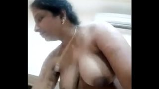Hot south Indian aunty ne chut me gajar dala